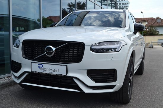 Volvo XC90 T8 AWD Recharge PHEV R Design Geartronic bei Autohaus Reichhart in